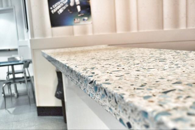 Comptoir de cuisine en verre recyclé et ciment